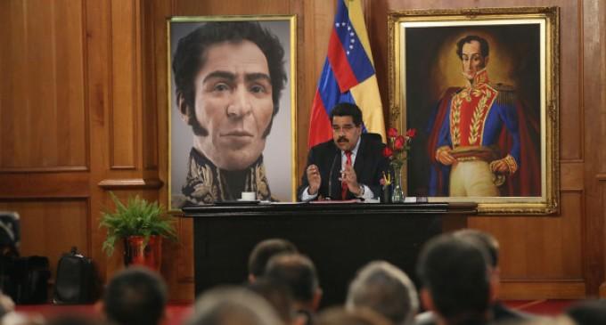 Nicolas-Maduro-en-Miraflores-680x365
