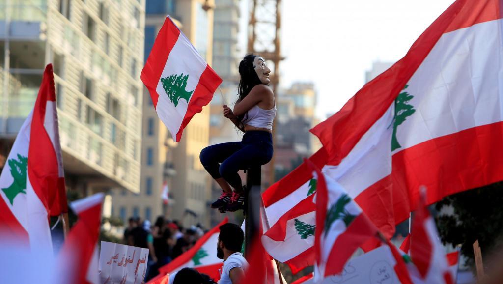 Manifestantes en las calles de Beirut, Libano, el 20 de octubre de 2019. Ph. Reuters/Ali Hashisho